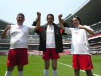 Foto junto a Salvador Rodríguez de ESPN y el doctor Alfonso Morales en el Estadio Azteca